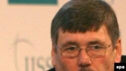 British Defense Secretary Bob Ainsworth