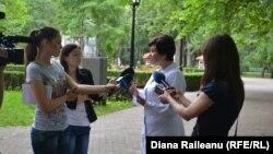 Svetlana Cebotari vorbind cu ziariștii
