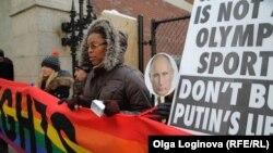 Перед открытием сочинской Олимпиады акция в защиту ЛГБТ прошла у дипмиссии РФ в Нью-Йорке