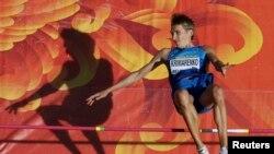 Ще одним реальним претендентом на успіх у Пекіні на чемпіонаті світу є український стрибун у висоту Юрій Кримаренко (на фото)