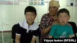 Наргиза Өмүрбекова балдары менен