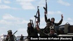 په لیبیا کې د وسله والو یو پخوانی عکس.