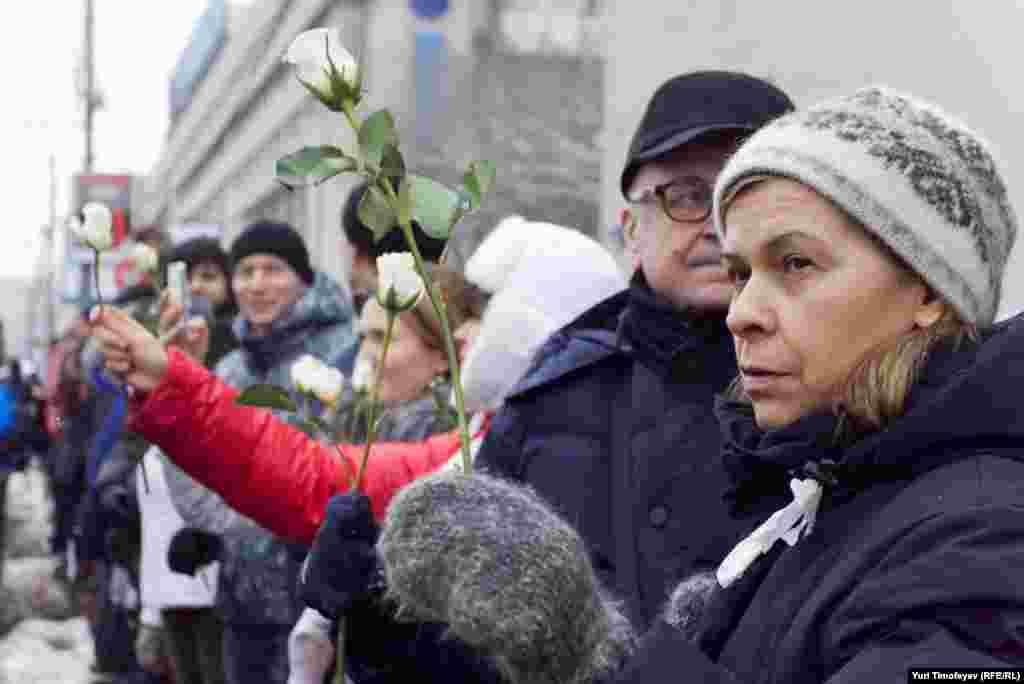 Протест белдерүчеләр Мәскәүнең Садовое боҗрасы буйлар тезелеп басты