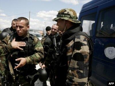 Pripadnici Specijalne jedinice kosovske policje u Mitrovici - ilustracija