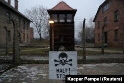 """Znak """"Stop!"""" u Auschwitzu"""