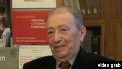 Prof. univ. Paul Cornea sărbătorit de foștii săi studenți la aniversarea de 80 de ani