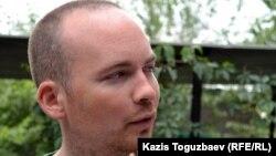 Еуропа парламентінің депутаты Пол Мерфи. Алматы, 19 шілде 2011 жыл.