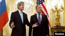 Джон Керрі (л) і Сергій Лавров (п) перед початком переговорів, 30 березня 2014 року