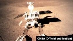یک روبات تحقیقاتی چین بر یک بخش مهتاب فرود آمد