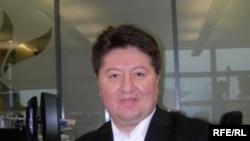 Дінтанушы Мұртаза Бұлұтай Азаттық радиосының редакциясында. Прага, 20 қаңтар 2010 жыл.