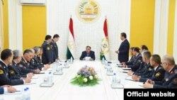 Президент Эмомали Рахмондун өкмөтү эл аралык уюмдардын сындарын четке кагып келет.