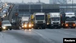 За даними КМДА, за добу в Київ в'їжджає близько 50 тисяч вантажних авто