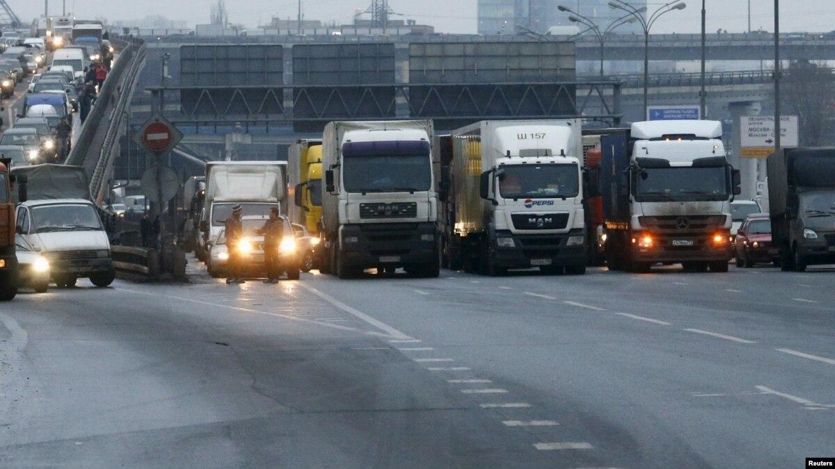 Киев закрывает въезд грузовикам в утренние и вечерние часы пик