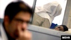 هانیه (راست) از هفته گذشته در بیمارستان رسول اکرم تهران بستری است