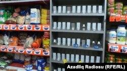 Dekabrın 21-dəmanatın dollara nəzərən 50 faizə qədər ucuzlaşmasından sonra Bakının mağazalarında siqaret qıta çıxıb.