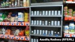 Mağazalarda siqaret qıtlığı, arxiv fotosu