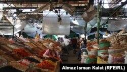 Кургатылган жемиш саткан базар.