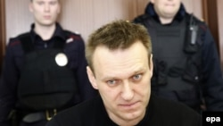 Russian opposition leader Aleksei Navalny (center) at his appeal hearing in Moscow City Court on March 30.