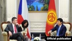 Ян Гамачек өкмөт башчы Темир Сариев менен да жолугушту.
