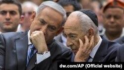 Benjamin Netanyahu (solda)