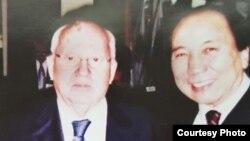 Осмонакун Ибраимов с Михаилом Горбачевым. Италия. 2003 год.