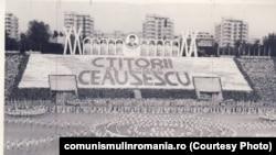 Spectacol festiv în 1985. Sursa: comunismulinromania.ro (MNIR)