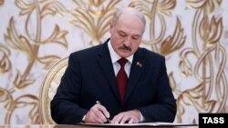 Аляксандр Лукашэнка падчас цырымоніі інаўгурацыі ў Менску 6 лістапада 2015 году