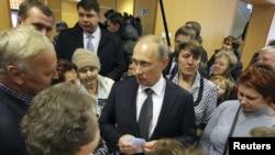 Путин а, Нохчийчохь байинчу Псковерчу десантникийн гергарнаш а, 2013-чу шеран, зазадоккху беттан 1-гIа де