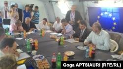 Не успели стороны на эргнетской встрече признать ситуацию вдоль границы Южной Осетии с Грузией спокойной, как она изменилась еще до ее окончания