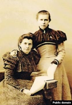 Леся Украинка с матерью