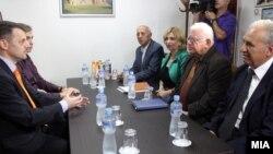 Средба на вицепремиерот Зоран Ставрески и министерот за труд и социјала Диме Спасов со претседателот на Сојузот на здруженија на пензионери на Македонија, Драги Аргировски. пензии.