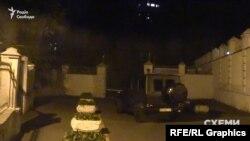 Mercedes під'їхав до шлагбауму, утім на режимну територію пустили лише охоронця