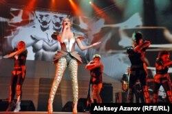 Солистка A'Studio Кети Топурия на юбилейном концерте. Алматы, 9 октября 2012 года.