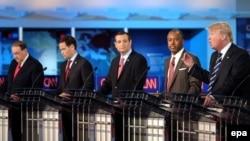 تصویر، گروهی از نامزدهای جمهوریخواه را در مناظرهای در سپتامبر گذشته نشان میدهد