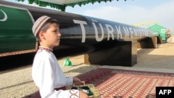 "Türkmenistan. ""Şatlyk"" gaz ýatagyndaky dabara gatnaşýan ogan. Arhiw suraty."