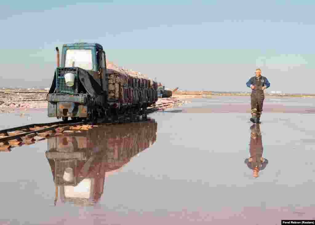 Ежегодно на крымском побережье добывают до 15 тысяч тонн соли