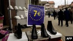 Një shitore me këpucë të lira në Prishtinë...