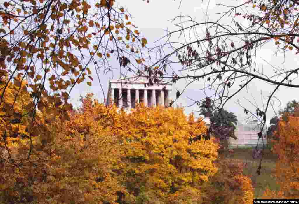 Валгалла. Пантеон немецких героев построен архитектором Лео фон Кленце в 1830-1842 годах неподалеку от Регенсбурга по приказу короля Баварии Людвига I