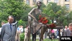 Пам'ятник Олені Телізі в Києві