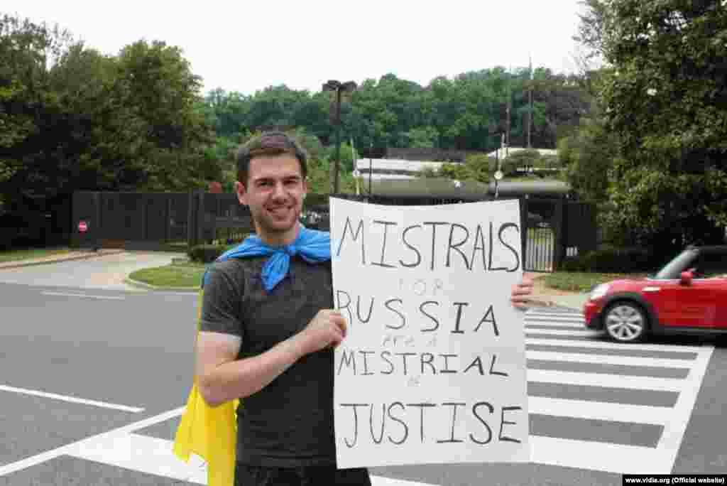 Пікет посольства Франції у Вашингтоні (фото: Віталій Дубіль)