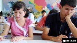 2012 yilning 1 avgust kuni O'zbekiston Milliy universitetida o'tkazilgan test imtihonidan olingan bu surat gazeta.uz saytiga tegishli.