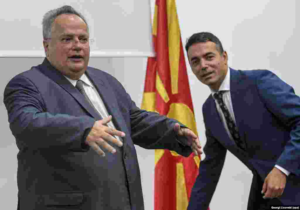 ГРЦИЈА - Министерот за надворешни работи на Грција Никос Коѕиас во интервјуто за грчкото радио Real fm, вели дека сѐ уште не се започнати суштински преговори на претставниците на двете земји со медијаторот Метју Нимиц. Тој избегна да ги открие грчките црвени линии, бидејќи смета дека тие не треба да се соопштуваат јавно, додека за евентуалното решение изразува убеденост дека во Парламентот ќе биде изгласано од мнозинство пратеници.