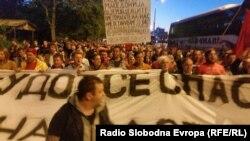 Протест на ГДОМ пред седиштето на СДСМ.