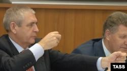 Налоговых репрессий не планируется, пообещал статс-секретарь министерства финансов Сергей Шаталов (слева)