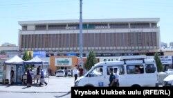 Милиционеры в Ташкенте чуть ли не на каждом шагу, но их присутствие никак не ощущается.
