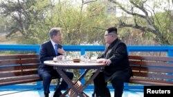 Встреча лидеров Северной и Южной Кореи.
