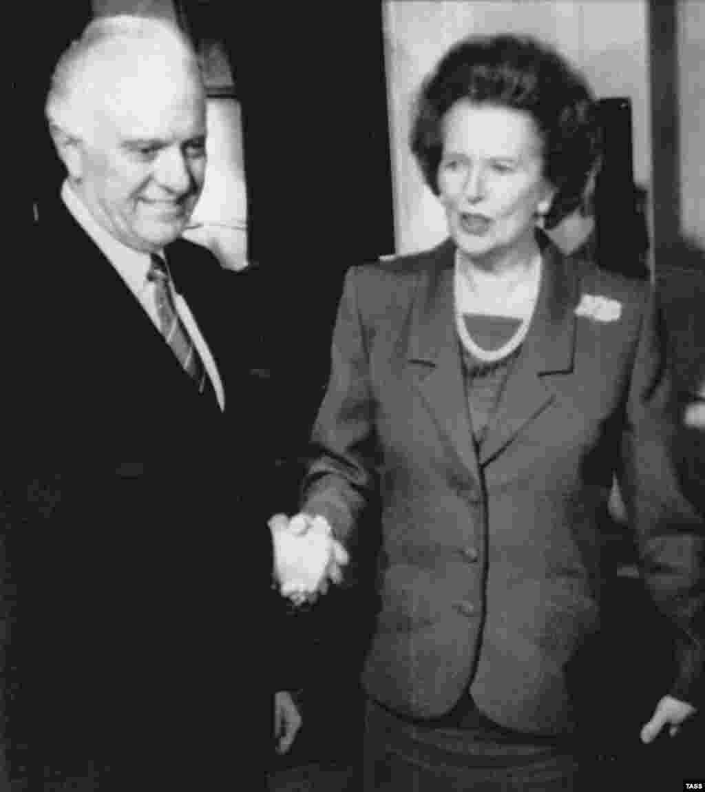 Soviet Foreign Minister Eduard Shevardnadze meets with British Prime Minister Margaret Thatcher in 1989 in London.