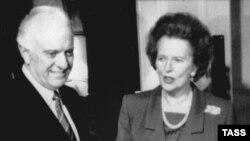 Shevardnadze në kohën kur ishte ministër i jashtëm i BRSS, gjatë takimit me ish kryeministren britanike, Margaret Thatcher
