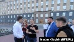Активисты в Орле собирают подписи за отставку Медведева. 19 июня 2018