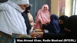 Пакистан -- Сват өрөөнүндөгү аялдар добуш берүүдө, 11-май, 2013.